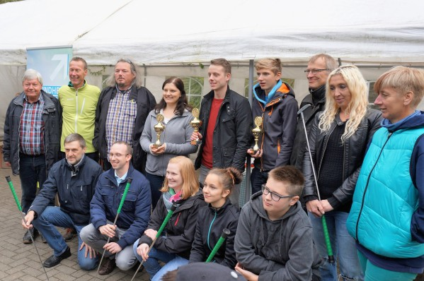 Zufriedene Gewinner und Veranstalter der Minigolf-Stadtmeisterschaft 2016 auf der Freizeitanlage Almterrassen