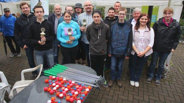 Zufriedene Gewinner und Veranstalter der Minigolf-Stadtmeisterschaft 2015 auf den Almterrassen