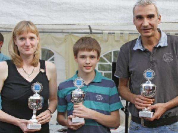 Zufriedene Gewinner und Veranstalter der Minigolf-Stadtmeisterschaft 2011 auf den Almterrassen