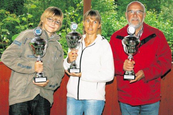 Zufriedene Gewinner und Veranstalter der Minigolf-Stadtmeisterschaft 2010 auf den Almterrassen